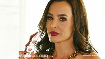 Lisa Ann got completely naked, took a glass dildo and started drilling her dripping wet pussy